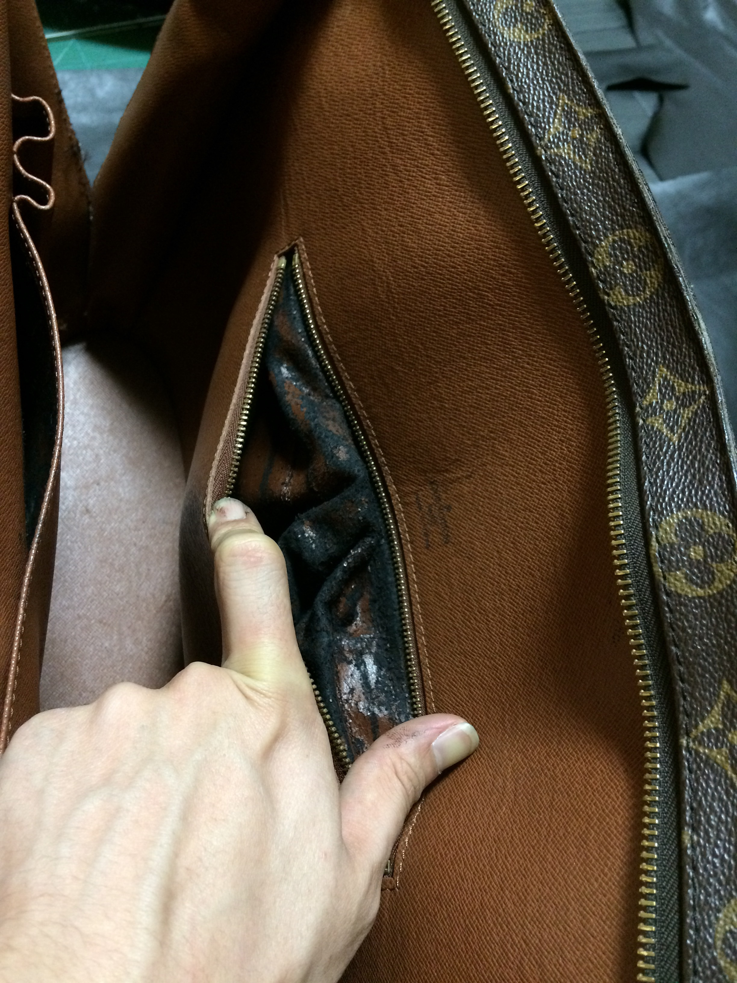 鞄修理 LV